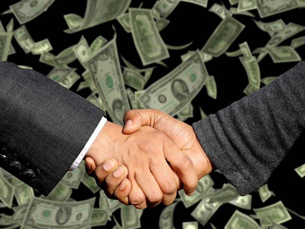 דולרים ולחיצת ידיים