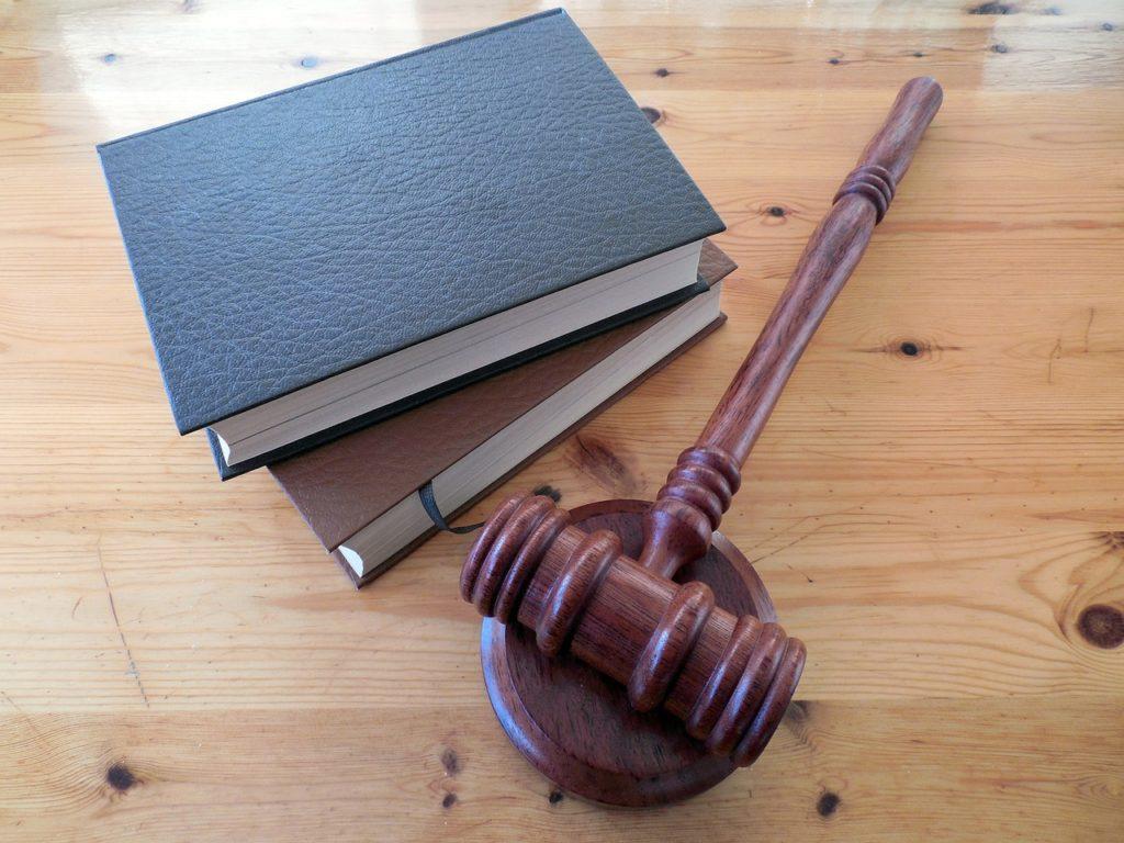 פטיש משפטי וספרים