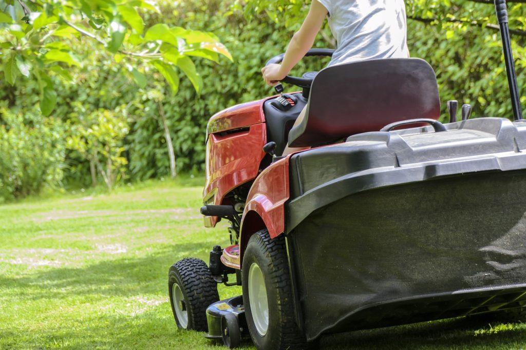 מכונה לקיצוץ דשא